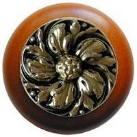 Notting Hill NHW-714C-BB, Chrysanthemum Wood Knob in Brite Brass/Cherry Wood, English Garden